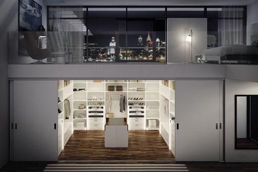 Внутренняя планировка места в угловом, встроенном шкафу внутри купе, в прихожей, зале или спальне, по своим размерам